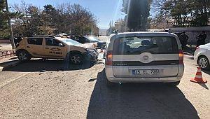 Hınıs'ta Trafik Kazası!!