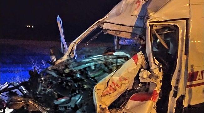 Hınıs Ambulansı Kaza Yaptı