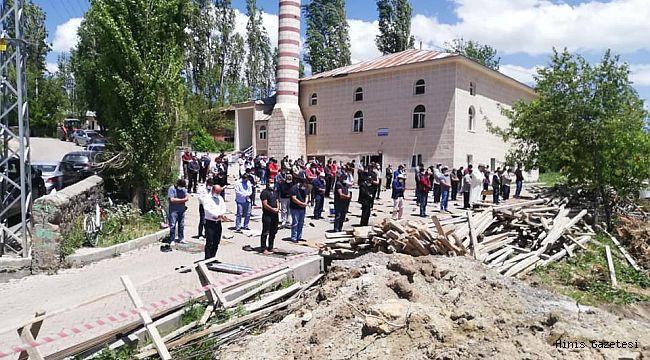 Hınıs'ta Aylar Sonra İlk Cuma Namazı Kılındı