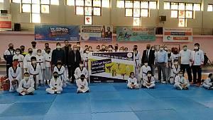 Taekwondocular Tutar için tatamiye çıktı